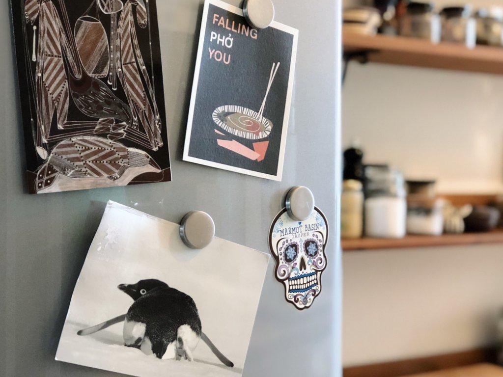Reise-Souvenirs-Postkarten-Kuehlschrankmagneten