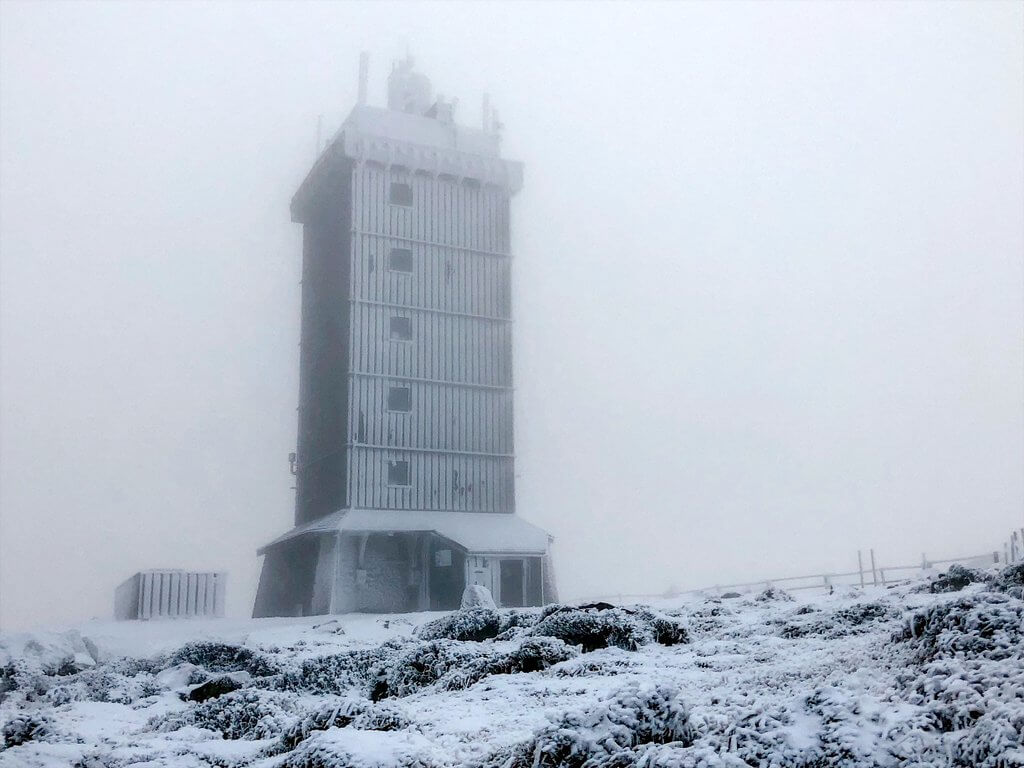 Brocken Gipfel im Nebel