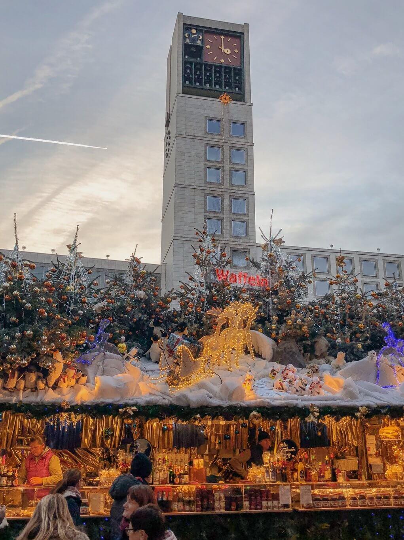 Stuttgarter Weihnachtsmarkt Rathaus