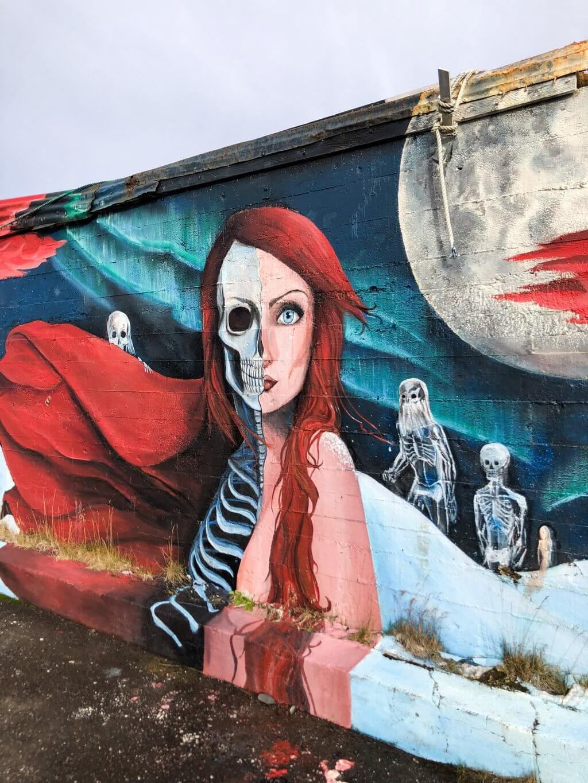 Streetart Mural Hellissandur Frau